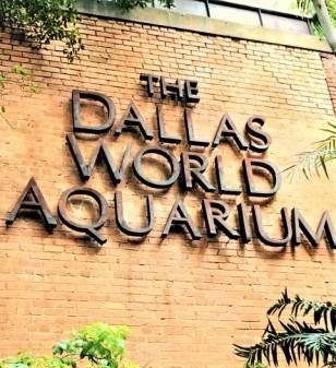 the Dallas World Aquarium sign